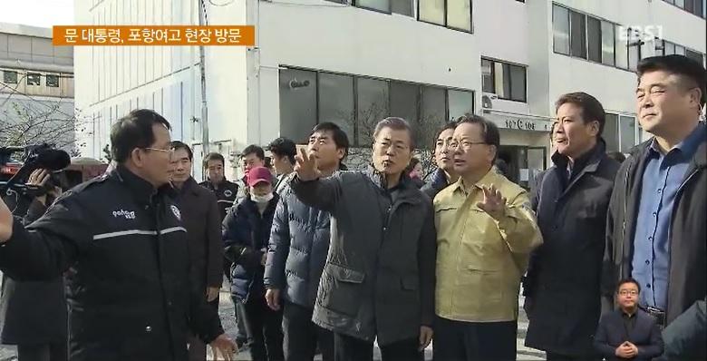 문 대통령, '지진 피해' 포항 방문‥고3 수험생 격려
