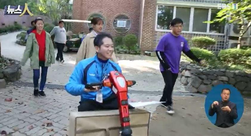 <뉴스人> 소아마비 딛고 장애 학생들 품은 선생님